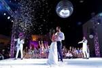 Γάμος Τανιμανίδη-Μπόμπα: Η άφιξη του ζευγαριού στη δεξίωση και ο τρυφερός πρώτος χορός!