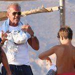 Παντού αχώριστοι: Δείτε τον Πέτρο Κωστόπουλο στην παραλία με τον γιο του, Μάξιμο