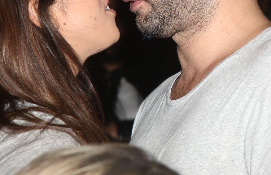 Το νέο ζευγάρι της ελληνικής showbiz ασυγκράτητο μπροστά στο φακό!