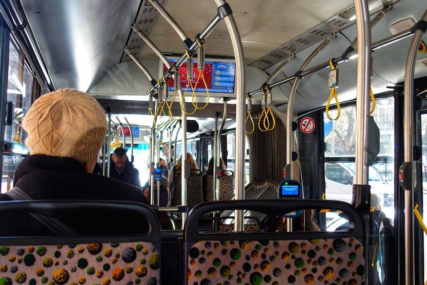 Απίστευτο σκηνικό στο λεωφορείο X96: Επιδειξίας αυνανίστηκε μπροστά σε κοπέλες και συνελήφθη