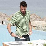 Κι όμως! Μητέρα πασίγνωστου Έλληνα chef προτιμά τις συνταγές του Άκη Πετρετζίκη από του γιου της