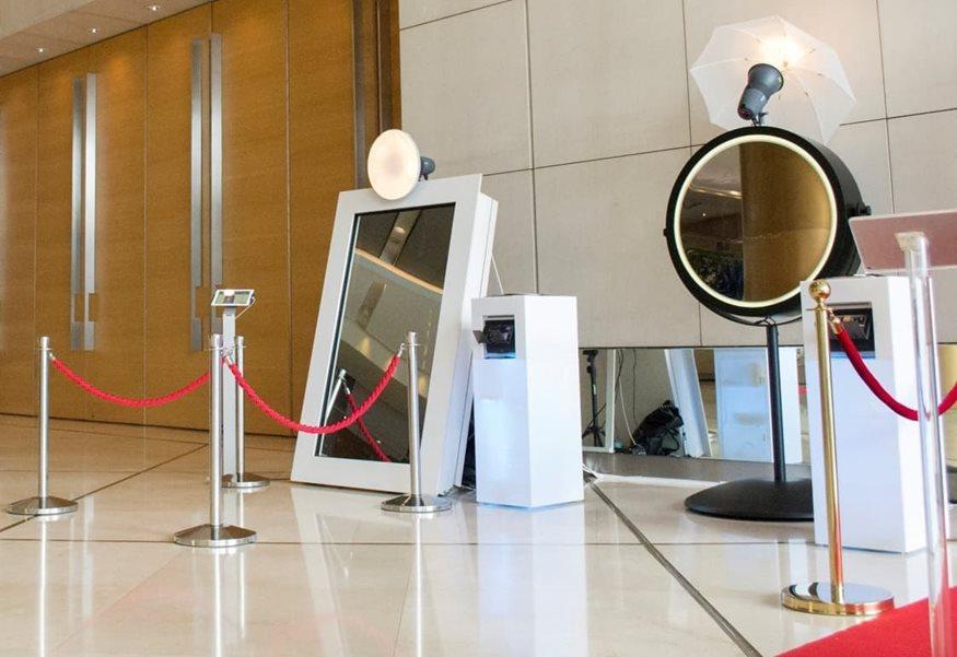 Mirror Photo Booths από τη Music Vibes και η εκδήλωσή σας θα μείνει αξέχαστη!