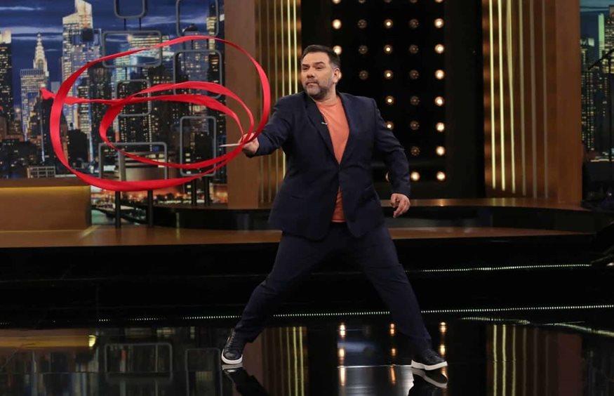 Γρηγόρης Αρναούτογλου: Δείτε ποιοι είναι οι αποψινοί του καλεσμένοι στο The 2Night Show