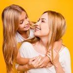 Πώς θα μιλήσετε στα παιδιά σας για το σeξ ανάλογα με την ηλικία τους;