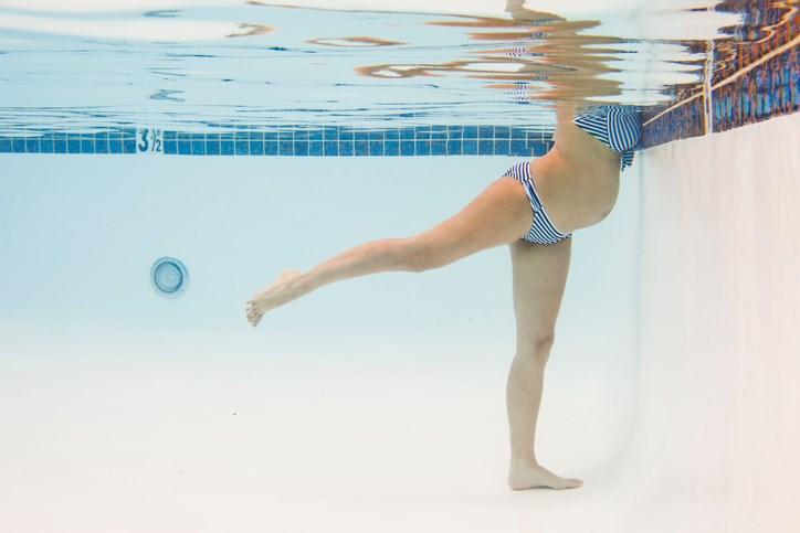 Τοκετός στο νερό: Όσα πρέπει να γνωρίζετε για αυτήν την εναλλακτική μέθοδο τοκετού