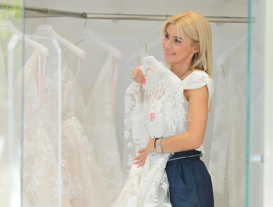 Μαρία Φραγκάκη: Επιλέγει το νυφικό της λίγο πριν το γάμο της στην Πάρο