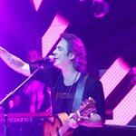 Διονύσης Σχοινάς: Εντυπωσιακή πρεμιέρα στη Θεσσαλονίκη με επώνυμες παρουσίες