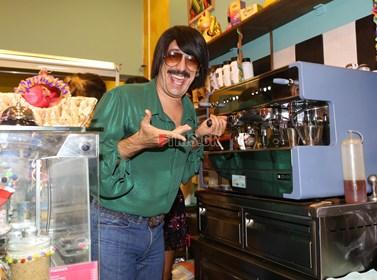 Τόνι Σφήνος: Αυτός είναι ο λόγος που αναγκάστηκε να κλείσει το μαγαζί του
