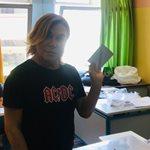 Τρύφωνας Σαμαράς: Ψήφισε και τρέλανε όλο το εκλογικό κέντρο!