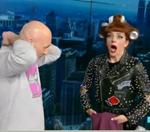 Νίκος Μουτσινάς: Έβγαλε την μπλούζα του on air