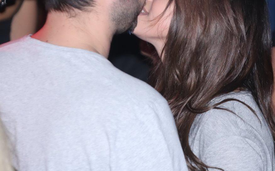 Το νέο ζευγάρι της ελληνικής showbiz ασυγκράτητο μπροστά στο φακό