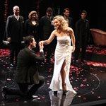 """Η """"Κυρία της Νύχτας"""": Πλήθος κόσμου στην επίσημη πρεμιέρα της θεατρικής παράστασης"""