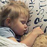 Ψυχολογία: Γιατί κοιμάται μόνο με το... νάνι του;