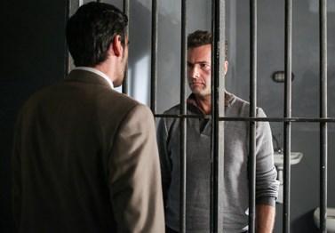 Η Επιστροφή-Εξελίξεις: Η συμπλοκή στο κελί φέρνει τα αναμενόμενα αποτελέσματα, κι όσο κι αν ο Κορωναίος εκβιάζει τον Ζερβό…