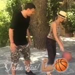 Δείτε τον Βασίλη Κικίλια να μαθαίνει μπάσκετ την Τζένη Μπαλατσινού