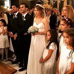 Λένα Παπαληγούρα - Άκης Πάντος: Ρομαντικός γάμος στη βροχή