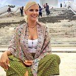 Λάουρα Νάργες: Πήγε στην Ταϊλάνδη και πόζαρε ως γοργόνα στην παραλία