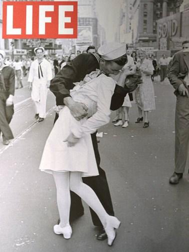 Πέθανε ο ναύτης της ιστορικής φωτογραφίας για τη λήξη του Β' Παγκοσμίου Πολέμου