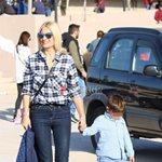 Φαίη Σκορδά: Φωτογραφίζει τους γιους της στο αεροδρόμιο