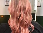 Τρεις μήνες μετά την γέννηση του γιου της έβαψε τα μαλλιά της ροζ και το νέο look της μας αρέσει πολύ!