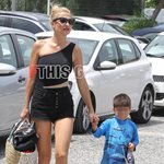 Paparazzi: Η Φαίη Σκορδά στη Βουλιαγμένη με τους γιους της και την καλή της φίλη!