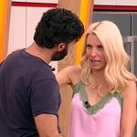 Ο Γιώργος Παπακώστας ρώτησε στον αέρα την Ελένη Μενεγάκη αν θα πάει στην Άνδρο το τριήμερο! Δείτε την αντίδρασή της!