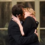 Δάνης Κατρανίδης - Παναγιώτα Βλαντή: Δείτε τους να ανταλλάσουν παθιασμένα φιλιά στη σκηνή