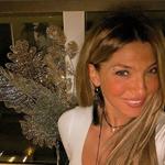 Αγγελική Ηλιάδη: Στόλισε το Xριστουγεννιάτικο δέντρο παρέα με τους δύο γιους της!