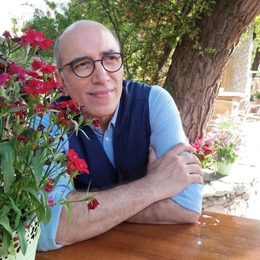 Ο Τρελαντώνης δημοσίευσε throwback φωτογραφία από το Καφέ της Χαράς