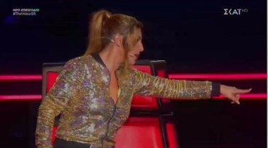Φανερά ενοχλημένη η Έλενα Παπαρίζου στο The Voice: Τι συνέβη και έβαλε τις φωνές on air;