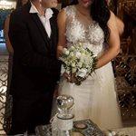 Έλληνας τραγουδιστής παντρεύτηκε την αγαπημένη του στη Ρόδο - Η πρώτη φωτογραφία από τον γάμο τους!