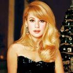 Η Αλίκη Βουγιουκλάκη απαίτησε να βάψω τα μαλλιά μου μαύρα. Δεν δεχόταν άλλη ξανθιά στις ταινίες της!