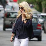 Paparazzi! Η βόλτα της Ελένης Μενεγάκη στα Μελίσσια με άψογο στυλ και ελαφρύ μακιγιάζ!