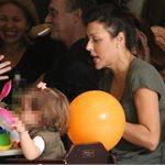 Paparazzi: Η Σίσσυ Φειδά σε γνωστό εμπορικό κέντρο με την κόρη της!