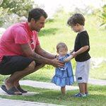 Στέλιος Χανταμπάκης: Δείτε πως περνά με τα δυο του παιδιά στο σπίτι, όσο η σύζυγός του βρίσκεται στο Nomads