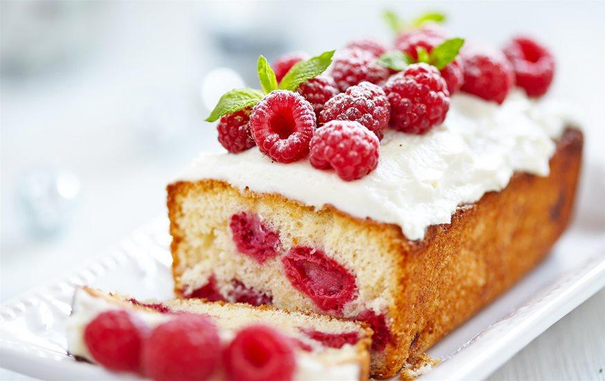 Κέικ με γιαούρτι και φρούτα του δάσους