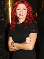 Paparazzi! Ταμίλα Κουλίεβα: Με νέο look σε μια σπάνια δημόσια εμφάνιση!