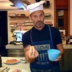 Ο Πέτρος Κωστόπουλος μπήκε ξανά στην κουζίνα! Δείτε τι μαγείρεψε για τον γιο του, Μάξιμο