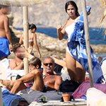 Paparazzi: Τελευταίες βουτιές στην παραλία για τον Πέτρο Κωστόπουλο και τα παιδιά του