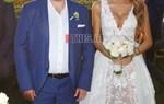Ελληνίδα τραγουδίστρια παντρεύτηκε τον αγαπημένο της σε μια ρομαντική τελετή δίπλα στο κύμα!
