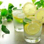 Νερό με λεμόνι: Μας κάνει πράγματι τόσο καλό; Μύθοι και αλήθειες!
