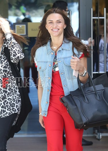 Paparazzi: Η Ελένη Τσολάκη σε εμπορικό κέντρο με τη μητέρα της
