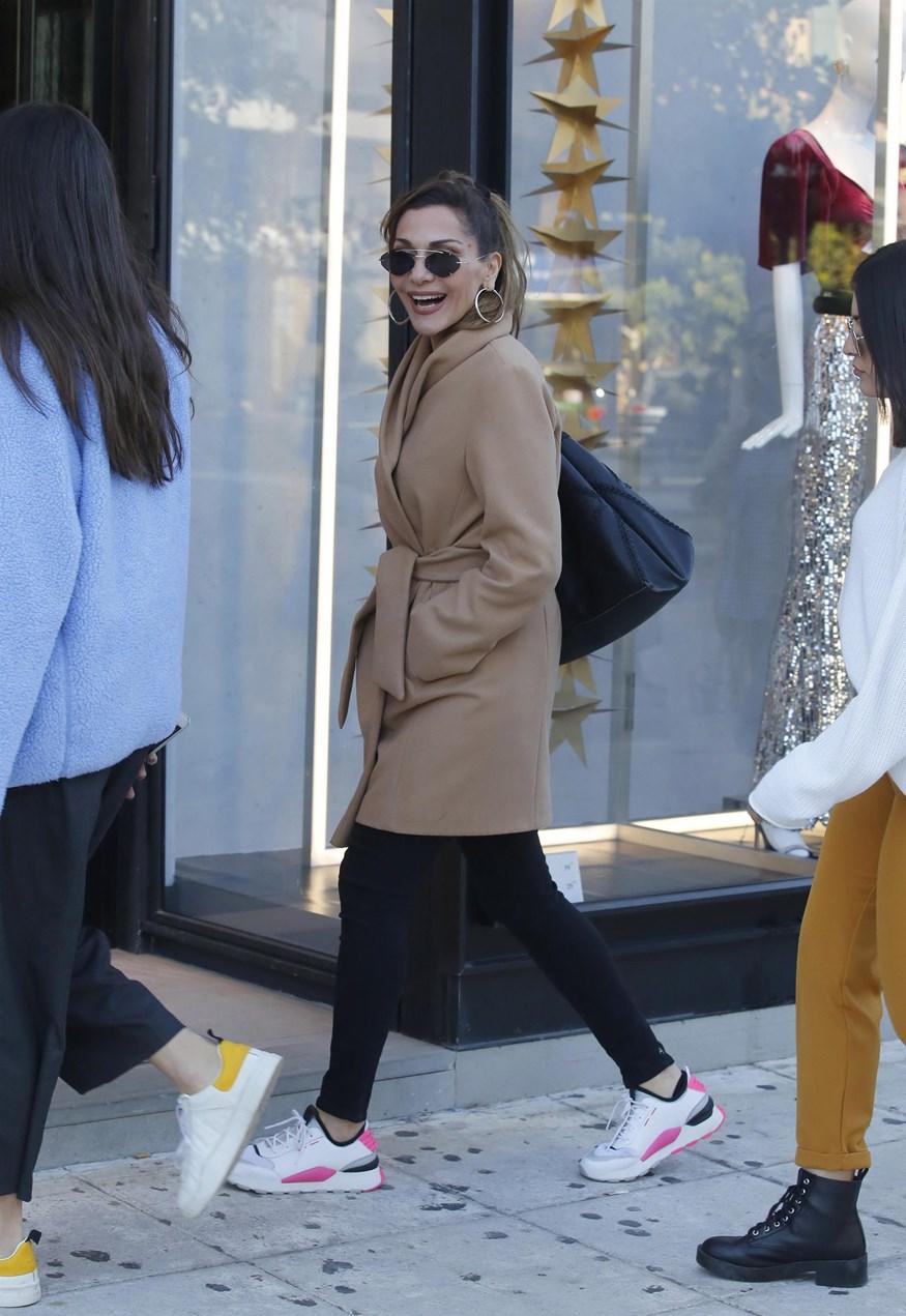 Paparazzi: Η Δέσποινα Βανδή στη Γλυφάδα με την κόρη της, Μελίνα!