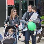 Paparazzi: Η Ελένη Καρποντίνη και ο Βασίλης Λιάτσος σε οικογενειακή έξοδο