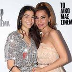 """Δέσποινα Βανδή: Ποζάρει με την κόρη της στην επίσημη πρεμιέρα της παράστασης """"Το δικό μας σινεμά"""""""