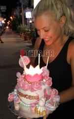 Γενέθλια για τη Λάουρα Νάργες: Δείτε την παραμυθένια τούρτα που της ετοίμασαν οι φίλοι της!