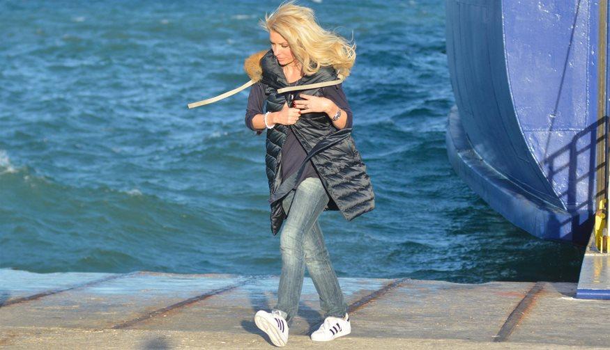 Η Ελένη Μενεγάκη ανέβασε φωτογραφία με μαγιό - Δείτε τι κάνει στην παραλία