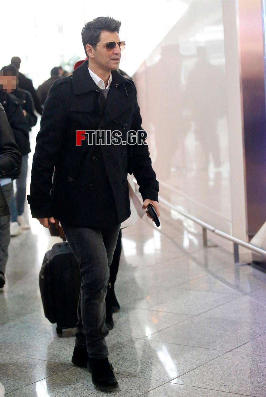 Paparazzi! Ο Σάκης Ρουβάς στο αεροδρόμιο- Δείτε τις φωτογραφίες