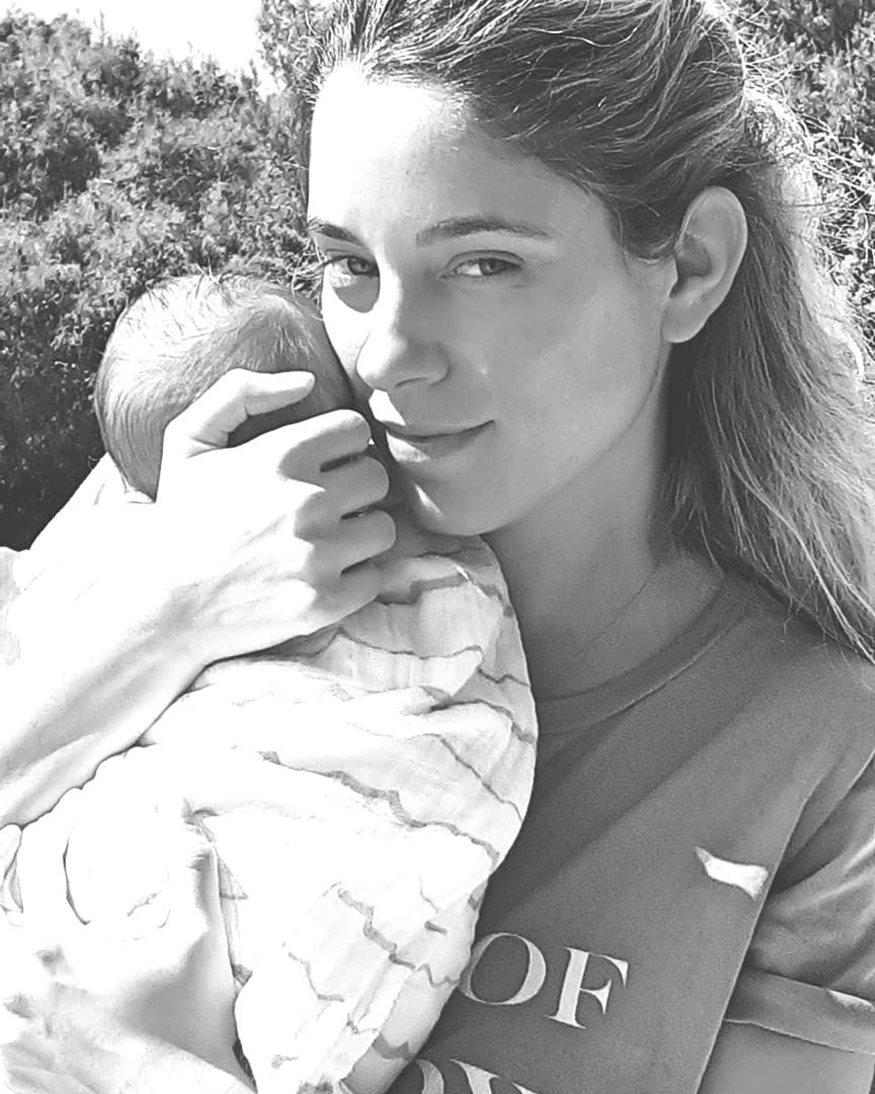 Δούκισσα Νομικού: Η φωτογραφία από τα πρώτα Χριστούγεννα με το γιό της!