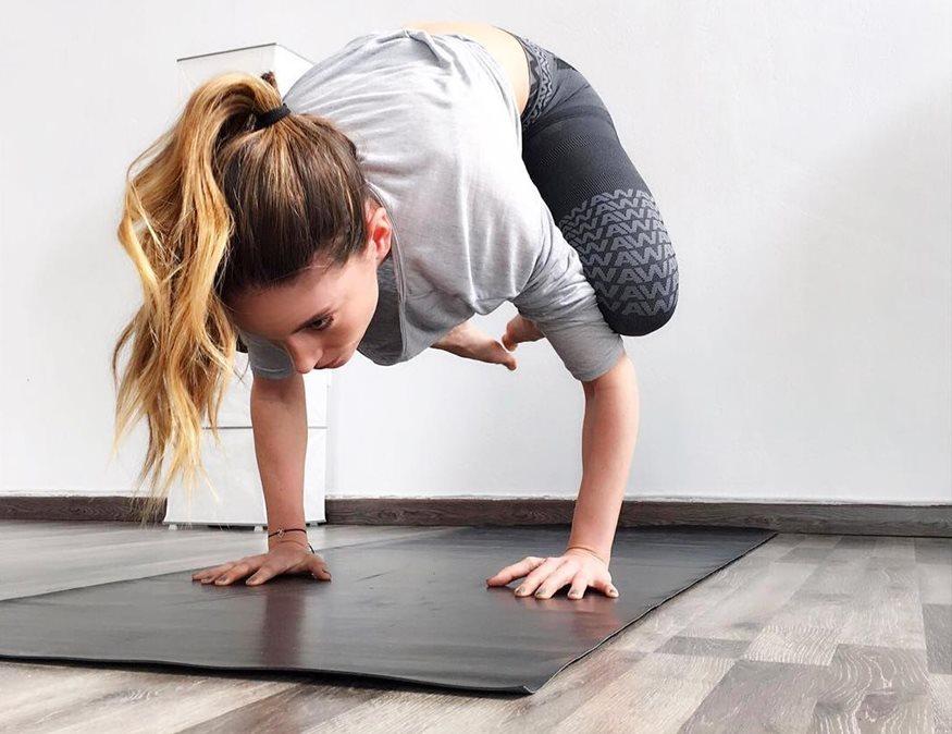 Αθηνά Οικονομάκου: Δείτε την ηθοποιό να κάνει γυμναστική στο καινούριο γραφείο της!